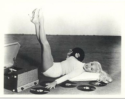 Girls with Records (0002 Mamie van Doren)-noblock